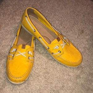 LIKE NEW YELLOW SPERRY